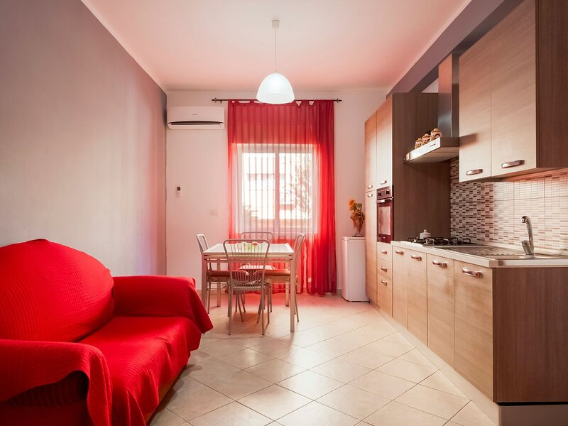 Comfy Holiday Home in Nizza di sicilia on the coast, holiday rental in Rocchenere