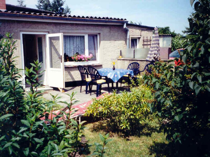 Bungalow in Fuhlendorf with Fenced Garden, Terrace, Barbecue, aluguéis de temporada em Hessenburg