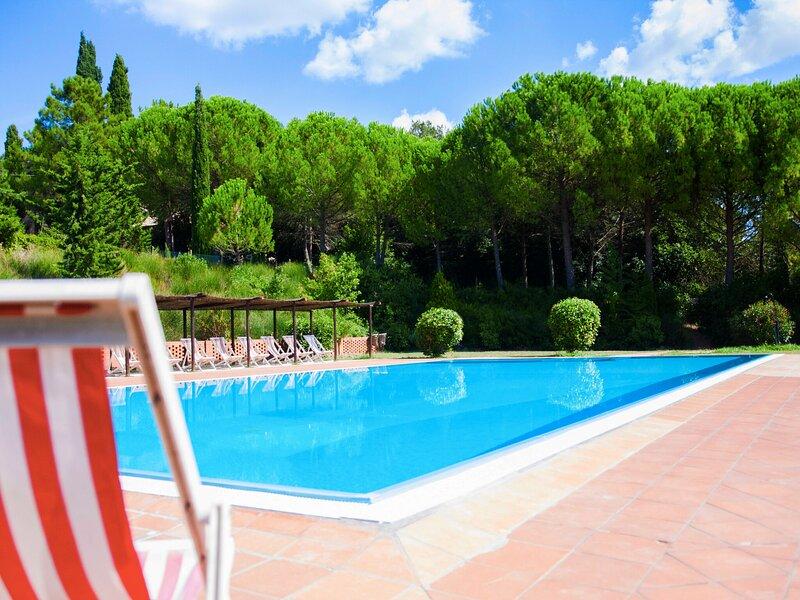 Cozy Farmhouse in Montespertoli with Swimming Pool, alquiler vacacional en Montegufoni