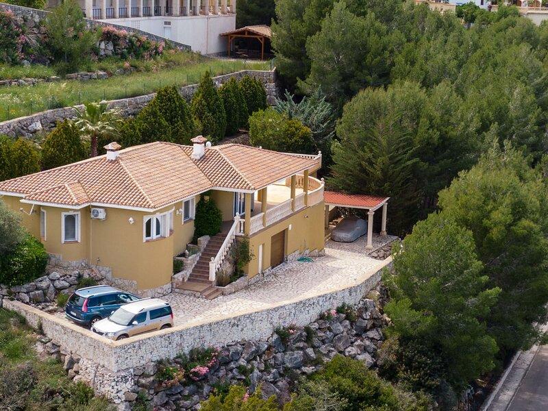 Scenic Villa in Pedreguer with Private Pool, casa vacanza a Muntanya la Sella