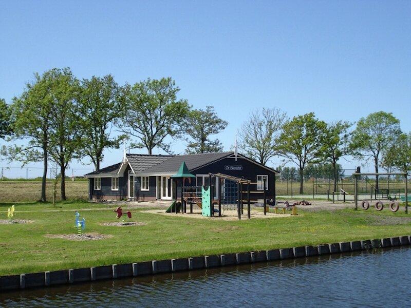 Nice group house, located in the polder, 15 km. from Alkmaar, vacation rental in Halfweg