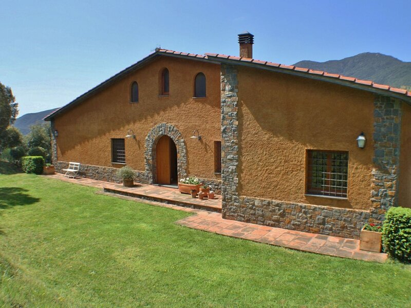 Endearing Holiday Home in Montseny with Swimming Pool, holiday rental in La Garriga