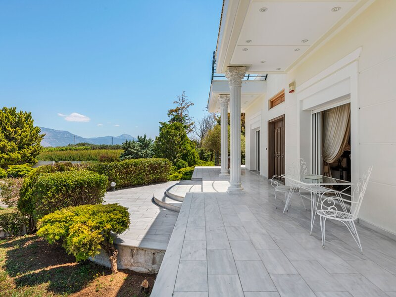 Lavish Villa in Archaia Korinthos with Swimming Pool, location de vacances à Kato Assos