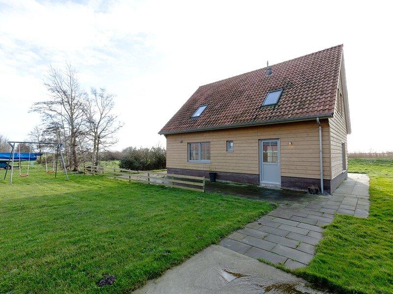 Alluring Holiday Home in Gaastmeer with Garden, vacation rental in Elahuizen