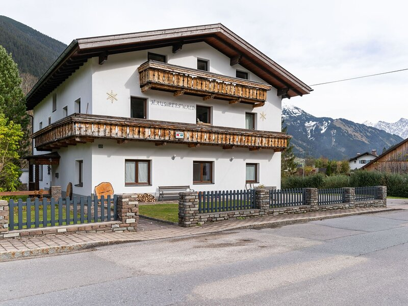 Picturesque Apartment in Bichlbach with Jacuzzi – semesterbostad i Plansee