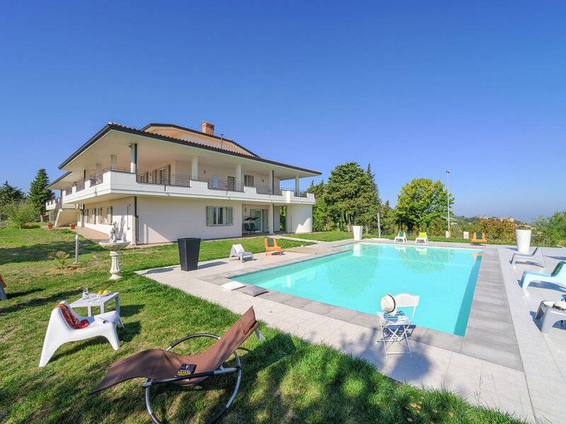 Spacious Villa in Tavullia with Private Swimming Pool, vacation rental in Tavullia