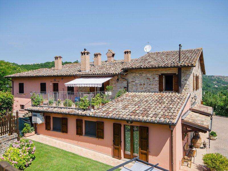 Serene Holiday Home in Urbino with Private Pool, aluguéis de temporada em Cantiano
