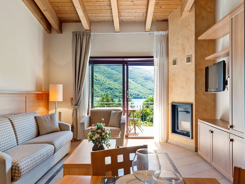 Splendid Holiday Home in Scanno with Terrace, casa vacanza a Collelongo
