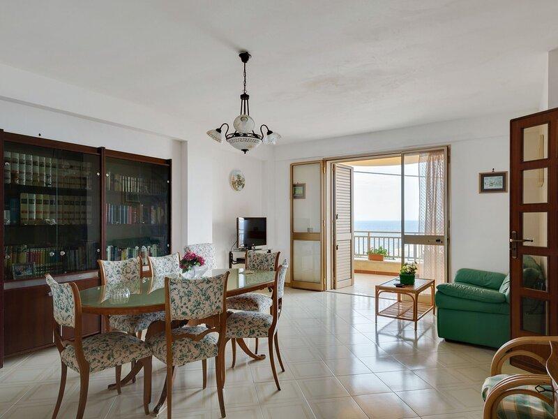 Beautiful Holiday Home in Selinunte with Terrace, location de vacances à Marinella di Selinunte