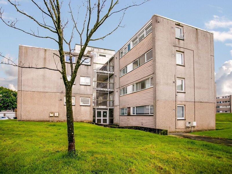 Superb Apartment in Glasgow near Langlands Golf Club, casa vacanza a Larkhall
