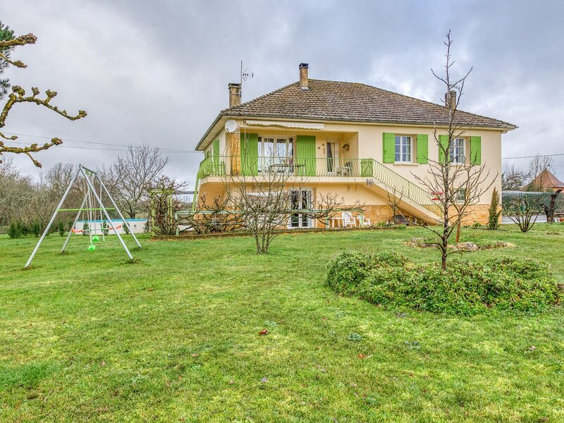 Accommodation with pool and large garden between Bergerac and Sarlat., holiday rental in Beaumont-du-Perigord