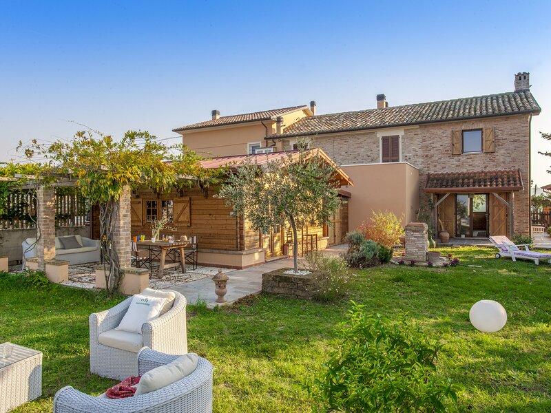 Cozy Apartment in Montemaggiore Al Metauro with Garden, location de vacances à Orciano di Pesaro