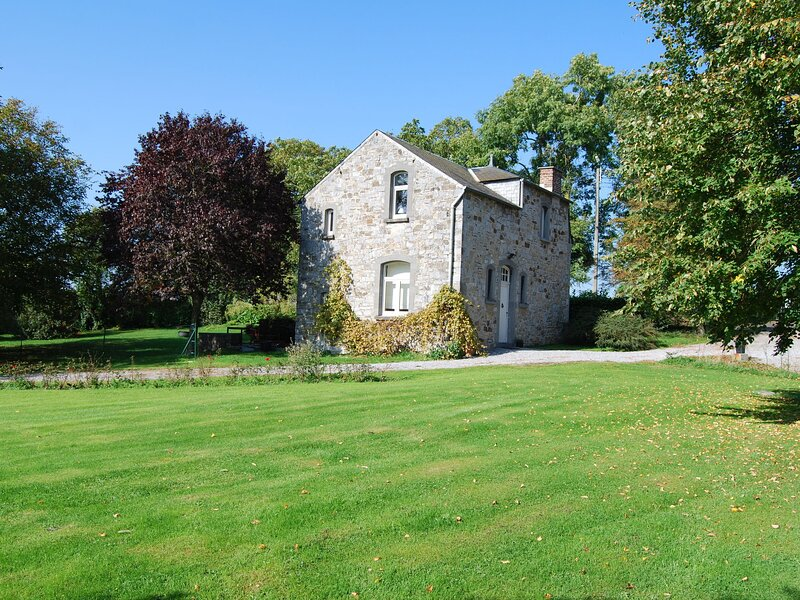 Beautifully renovated farmhouse with an enormous private garden., Ferienwohnung in Dinant