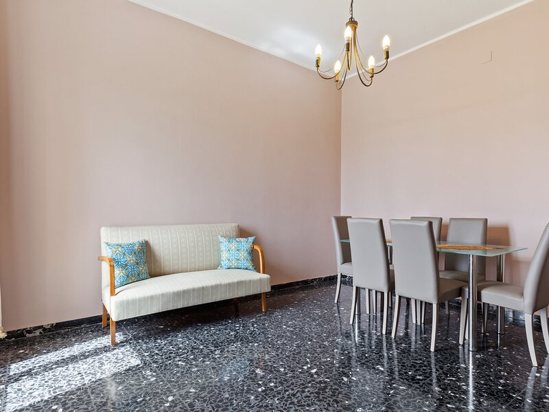 Captivating Apartment in Siracusa with Balcony, holiday rental in Casale Modica