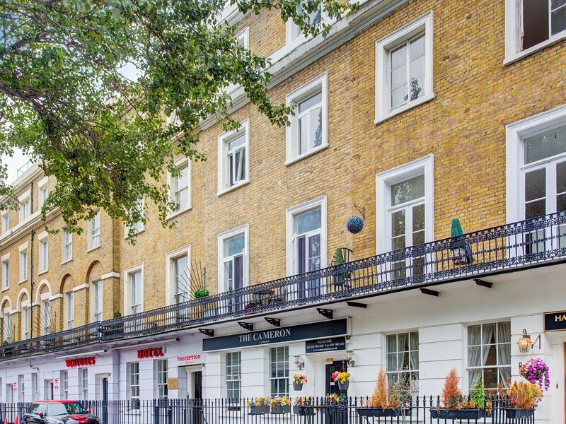 Swanky Apartment in London near Hyde Park and Big Ben, holiday rental in Willesden