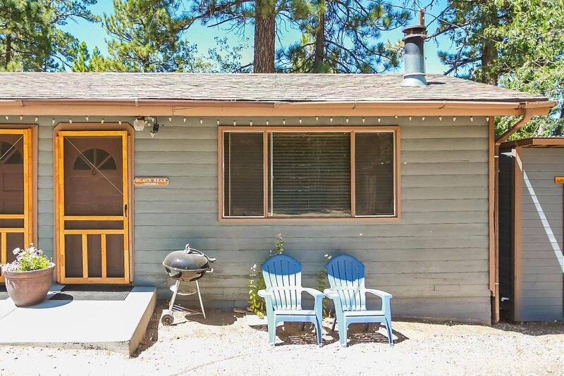 cottage 6_black bear entrance door