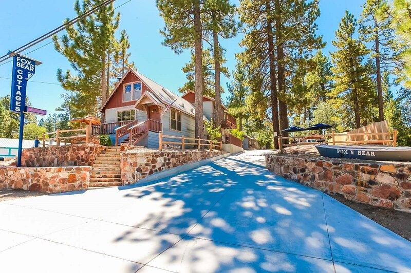 Cottage 1 and 2 combined Arctic and Grey Fox\ Air Con Pet Friend, alquiler de vacaciones en Big Bear Lake