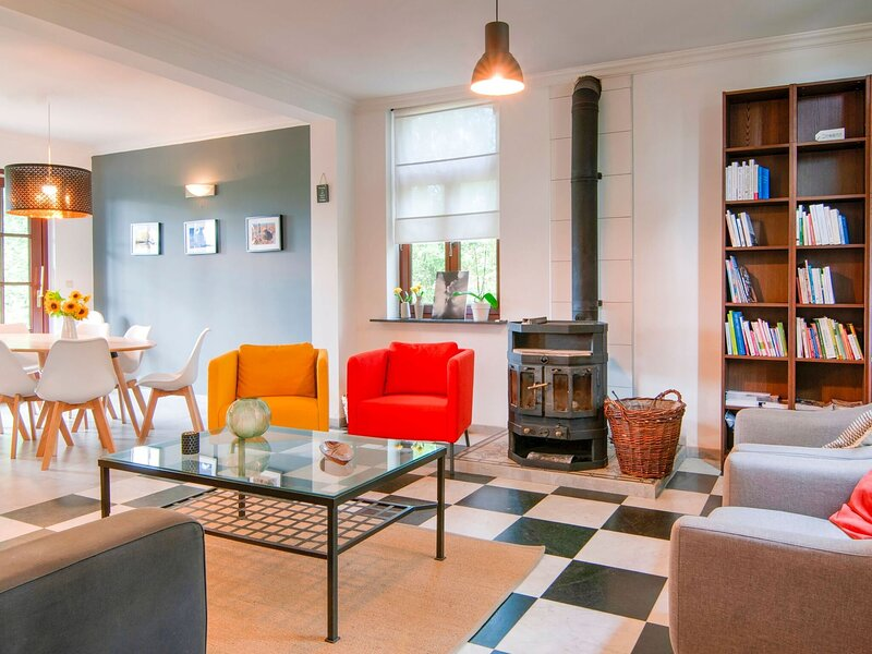 Splendid Villa in Vorsen, equidistant from Liège and Namur, holiday rental in Faimes