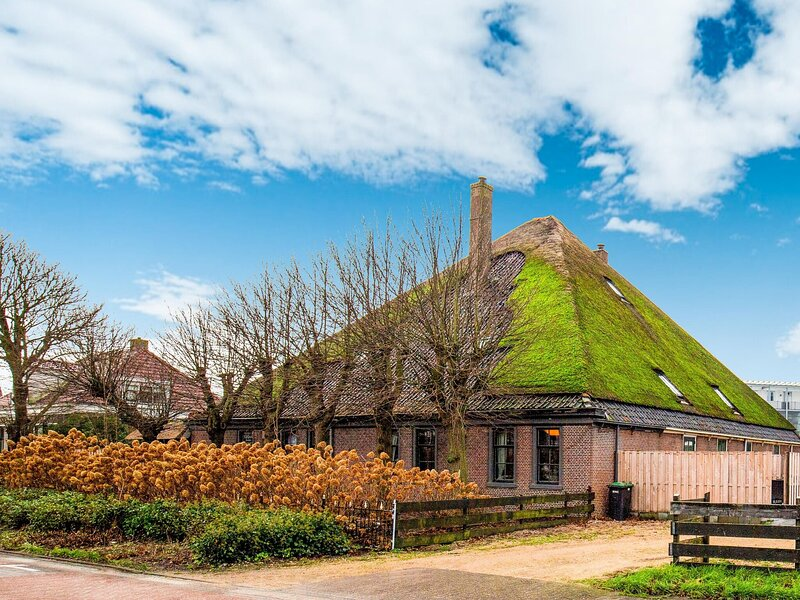 Lavish Farmhouse in Egmond aan den Hoef with Sauna, holiday rental in Egmond aan den Hoef