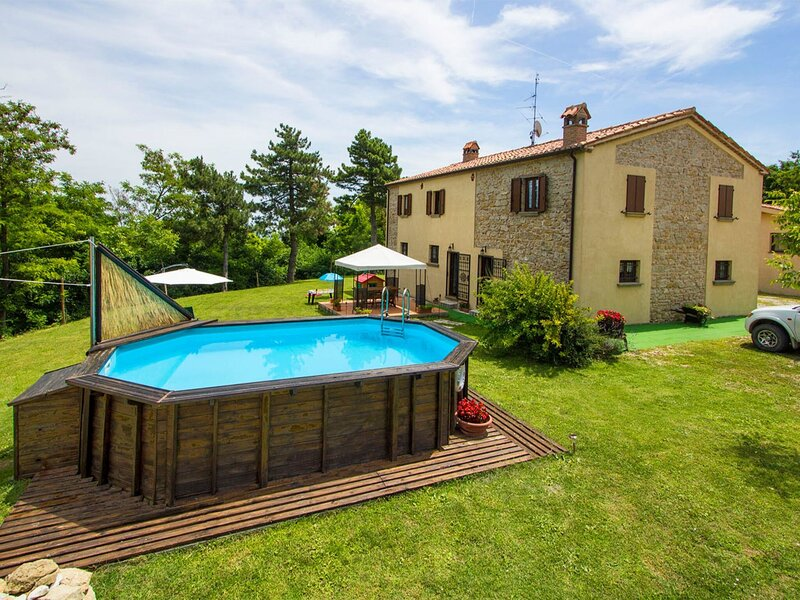 Spacious Villa in Tavoleto with Swimming Pool, vacation rental in Gemmano