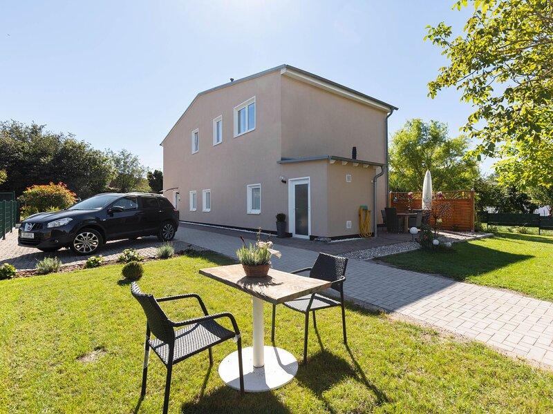 Quaint Holiday Home in Kröpelin with Fenced Garden, holiday rental in Kropelin