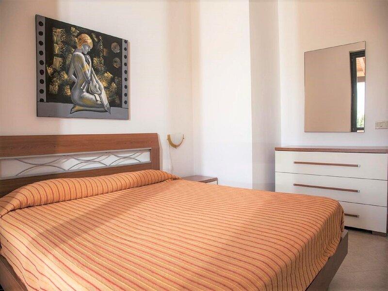 Beautiful Apartment in Campofelice di Roccella by the sea, holiday rental in Buonfornello