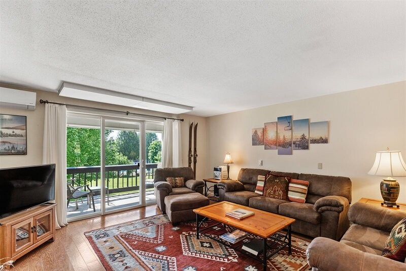 NEW listing! 2 Bedroom Hike in/Hike out, heated pool, tennis courts  2 Bedroom M, holiday rental in Underhill Center
