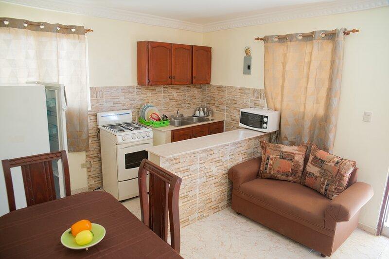 Excellent Apartment Great Location Unbeatable Prices Free Wifi 40gb, holiday rental in Santo Domingo Este