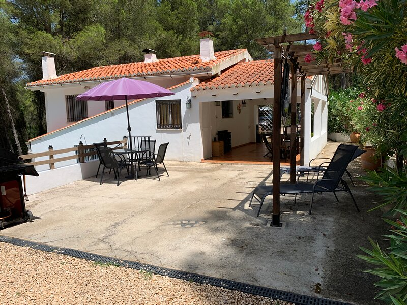 3-Bed House in Simat de la Valldigna, aluguéis de temporada em Otos