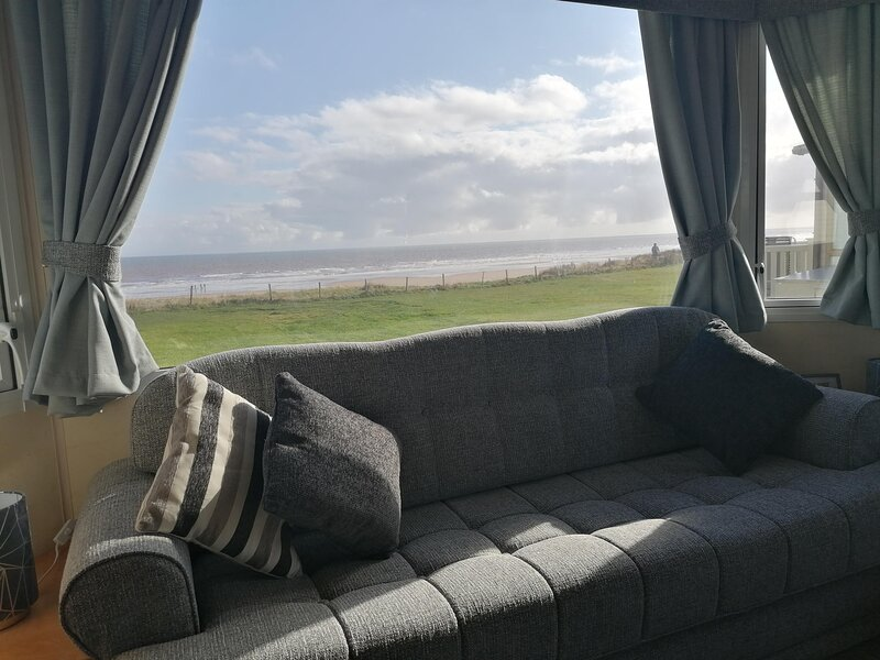 Caravan with a sea view for hire at Skipsea Sands Holiday Park ref 41148NF, holiday rental in Barmston