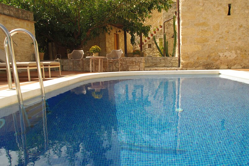IRINI - Private traditional villa with private pool, vacation rental in Filippos