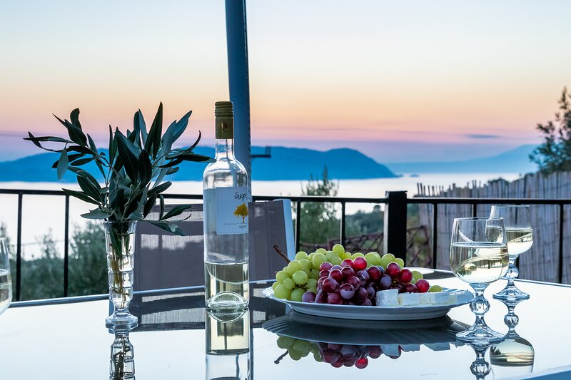 Villa DISI means SUNSET is situated in Glossa village, Skopelos., casa vacanza a Loutraki