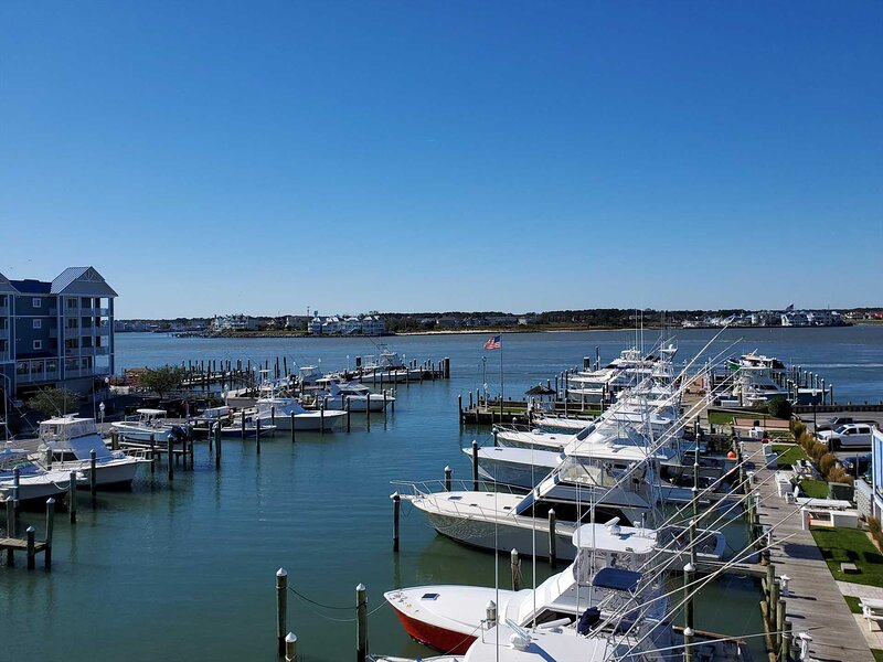 Professionally Renovated Bayfront Condo Great Views New Pool Fishing Pier, alquiler de vacaciones en Ocean City