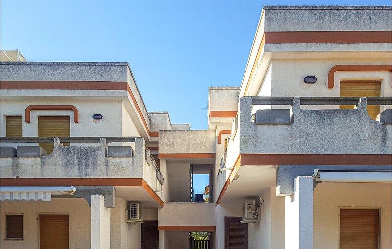 Awesome apartment in Santa Maria al Bagno with 1 Bedrooms (ISA360), aluguéis de temporada em Santa Maria al Bagno