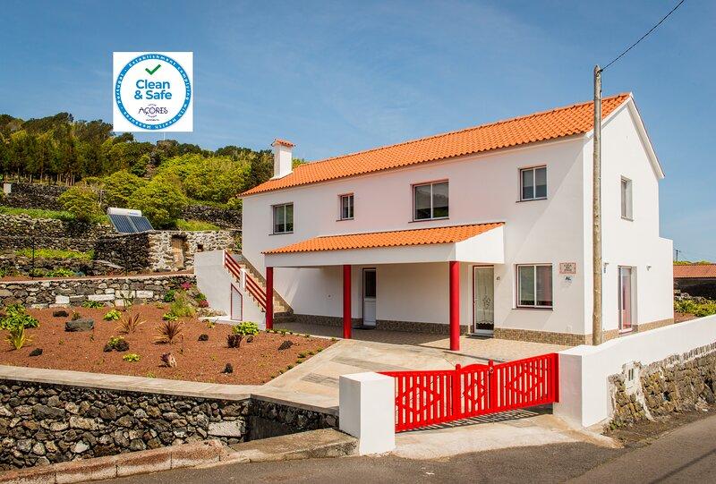 Casa da Vigia T1 com vista mar, holiday rental in Piedade