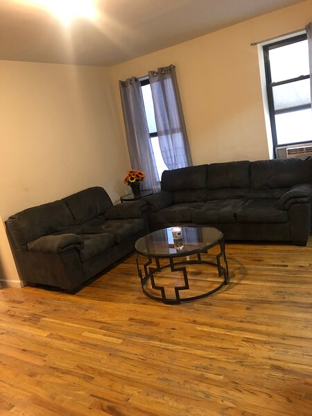 Cozy 1 Bedroom Steps Away From The 4 Train, Ferienwohnung in Bronx