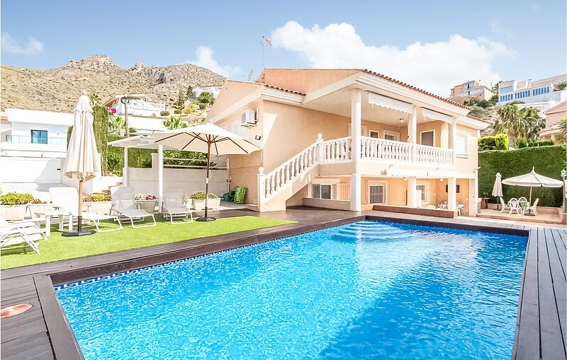 Beautiful home in Mazarrón with Outdoor swimming pool, WiFi and 4 Bedrooms (ECC, holiday rental in Bolnuevo