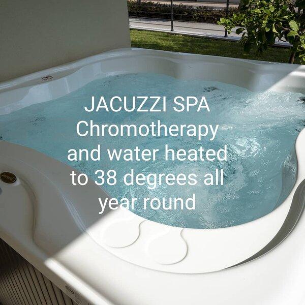 JACUZZI SPA idromassaggio cromoterapia acqua riscaldata tutto l'anno a 38 gradi