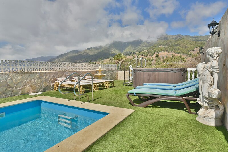 Fantástica Casa con Sauna, Jacuzzi y Barbacoa, vacation rental in El Paso