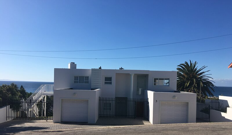 Superior Luxury Villa Hakmka, 180 degree sea view, holiday rental in Saint Francis Bay