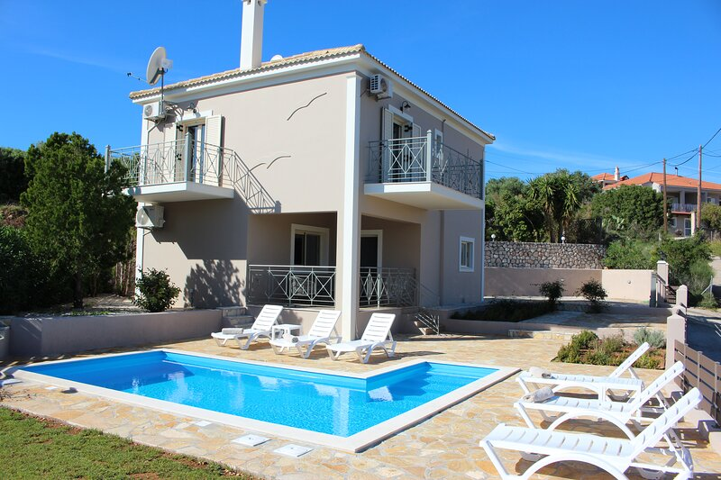 Sole Mare villa Lakithra 3 bedroom with private pool & mountain views, holiday rental in Lakithra