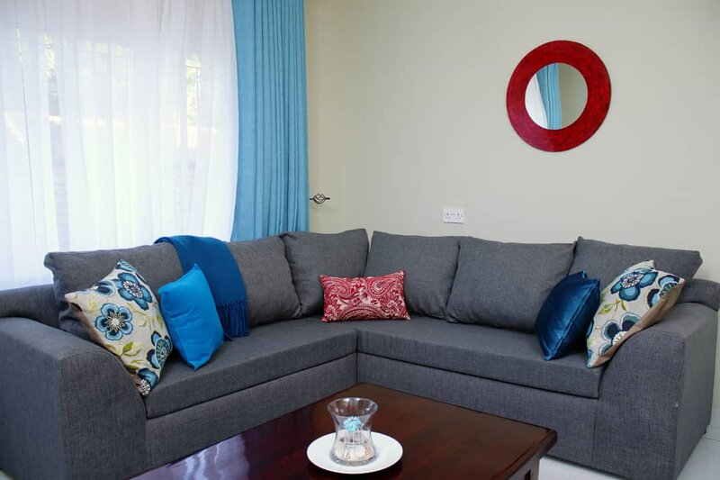 Stylish, Luxe Apartment in the Upper Avenues. Vacation, Business, Holiday Home, holiday rental in Chitungwiza