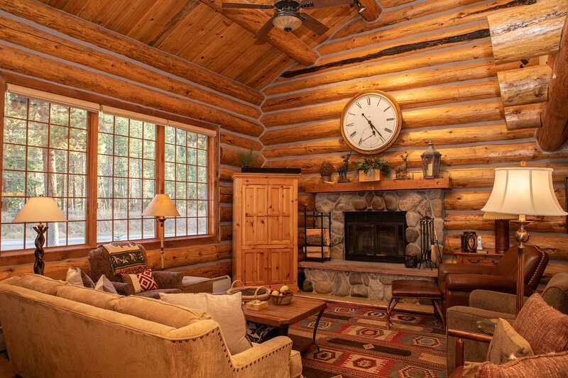 Luxury 5 Bedroom Log Cabin Retreat in Keystone!, location de vacances à Keystone