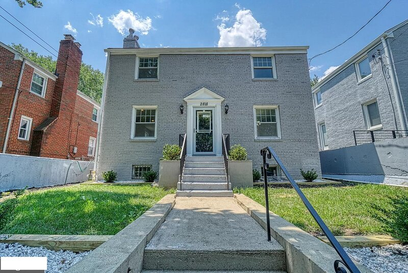 Modern & Historic DC Home*Jacuzzi *Patio*Free Parking, vacation rental in Hyattsville