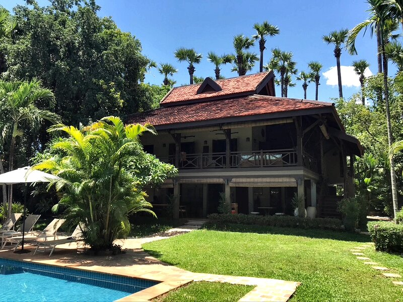 Villa 'La Palmeraie' 4 bedrooms, for 10 people with private pool,, location de vacances à Province de Siem Reap