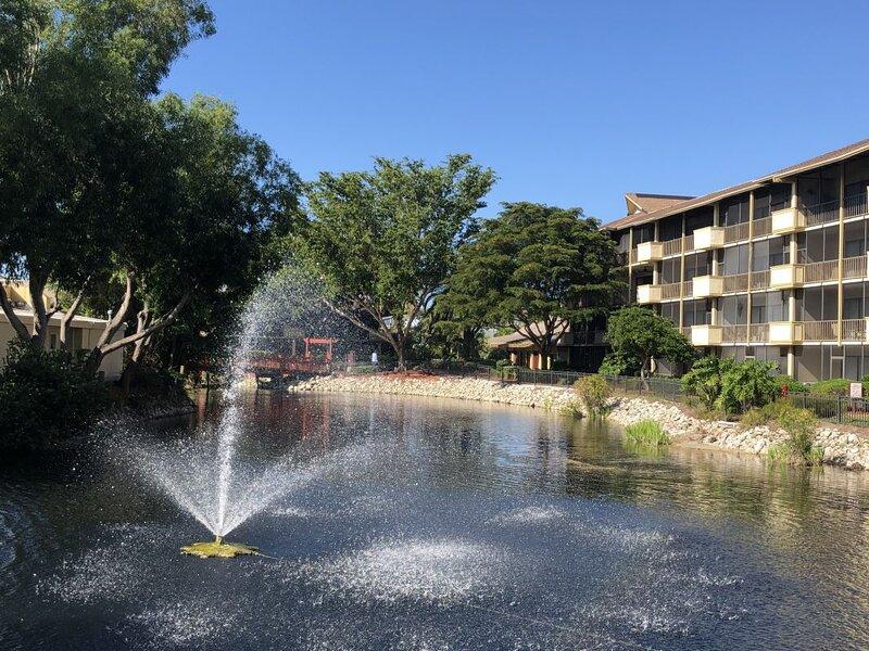 FANTASTIC LOCATION! 1BR/1BA, POOL, HOT TUB, GYM, vacation rental in Pelican Bay