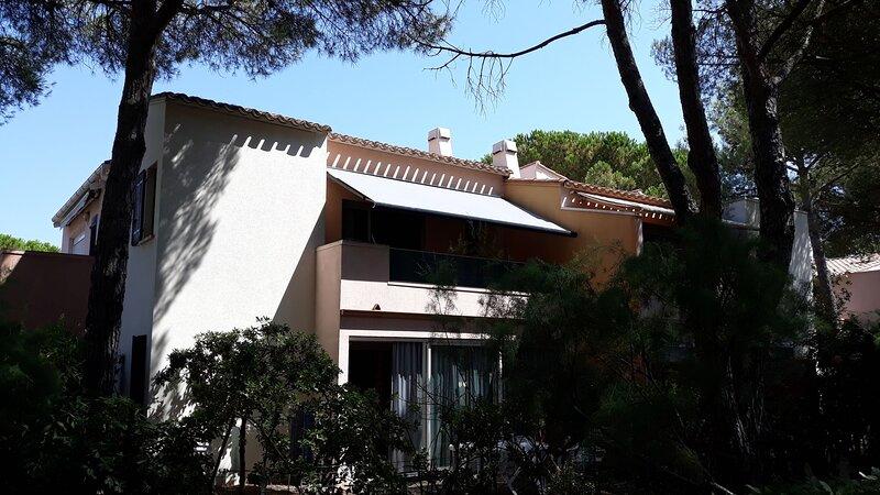 1 bed + gallery apartment / La Pinède, holiday rental in Cap-d'Agde