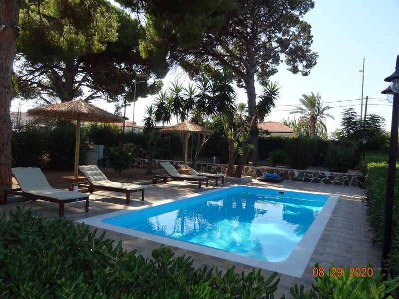 The 3Pines- Apartment B, holiday rental in Ialysos