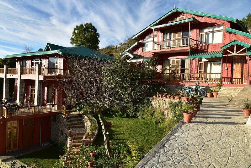 Parvada Bungalows by Vista Rooms, holiday rental in Mukteshwar