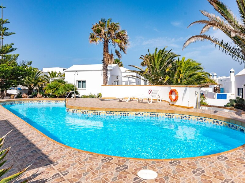 Two bedroom A3 bungalow in private complex with communal pool, alquiler de vacaciones en Charco del Palo